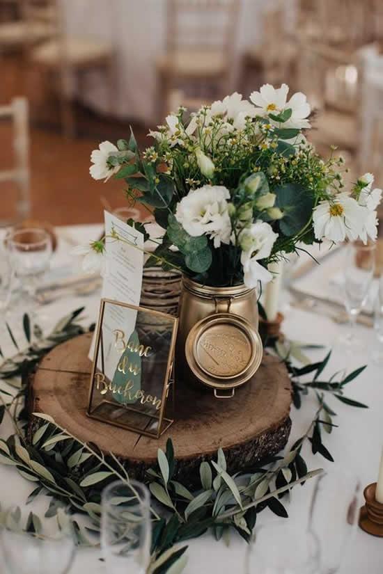 Decoração para mesa com potes de vidro