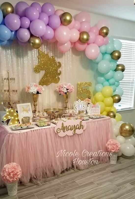 Decoração de mesa para festa unicórnio