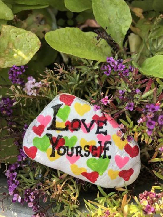 Como pintar pedras para decorar jardim