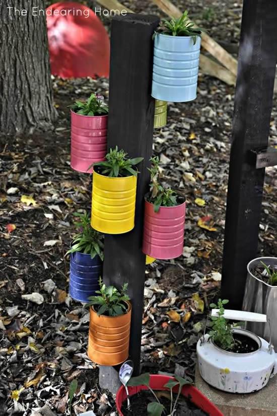 Jardim vertical com latas