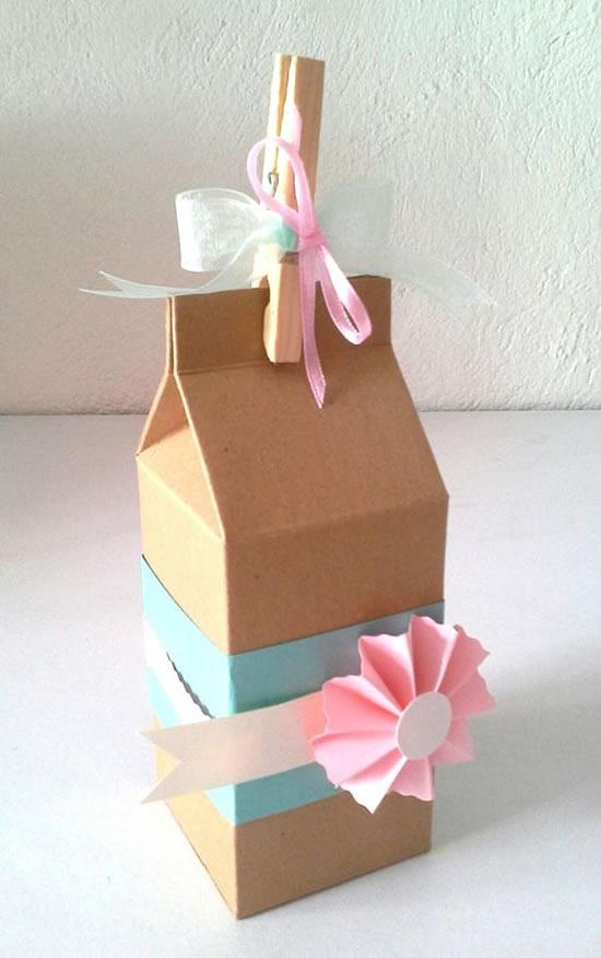 Caixa de leite de papel com molde
