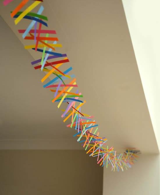 Decoração colorida com papel