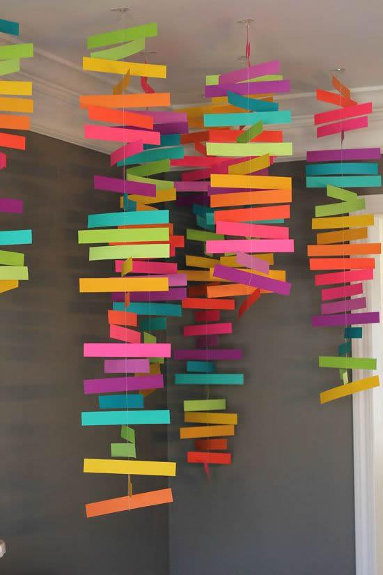 Decoração criativa com papel para Dia das Crianças