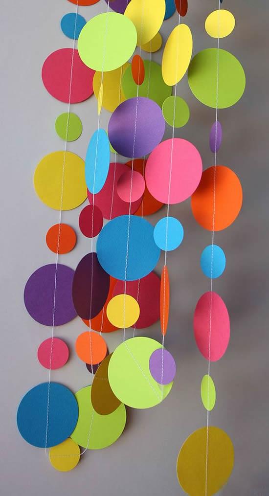 Enfeite colorido para Dia das Crianças
