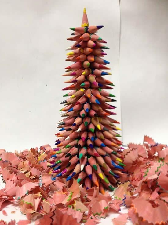 Árvore de Natal com lápis para decoração