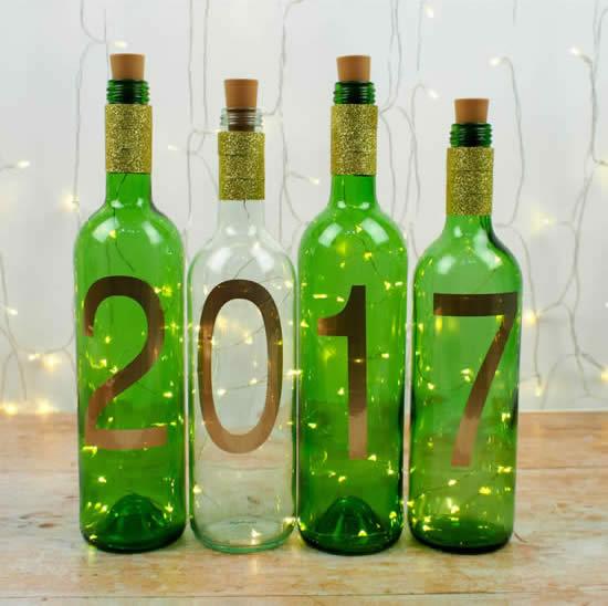 Decoração de ano novo linda com garrafas