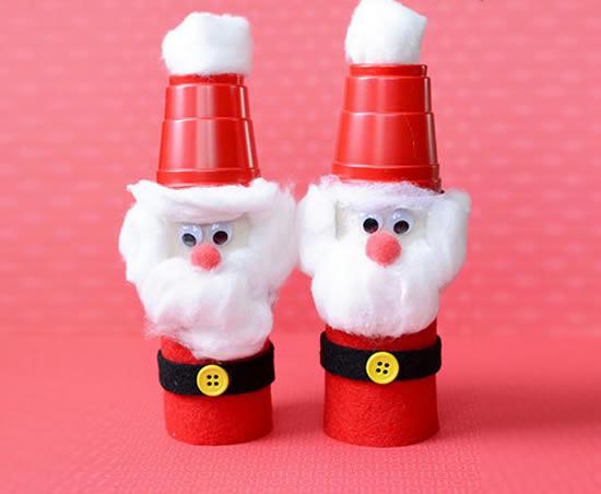 Papai Noel com rolo de papelão