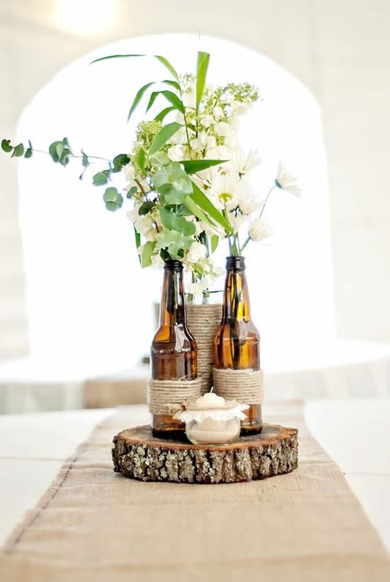 Decoração com garrafas para centro de mesa
