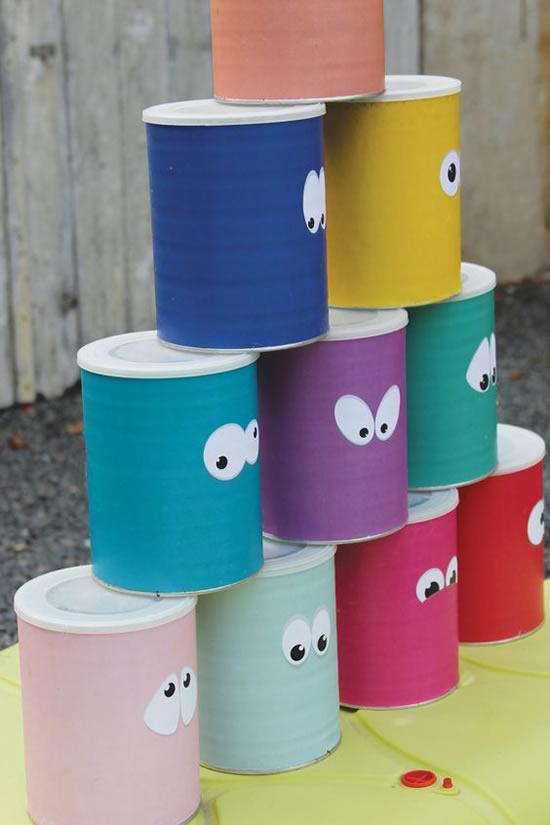 Brinquedos criativos com latas