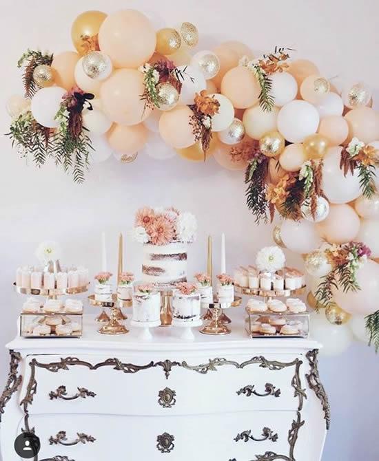 Linda decoração com balões para festa
