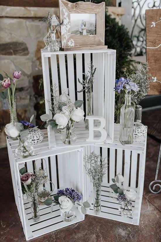 Linda decoração com caixotes de madeira