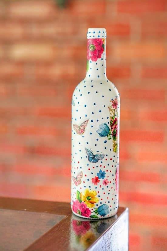 Decoração com garrafas decoradas
