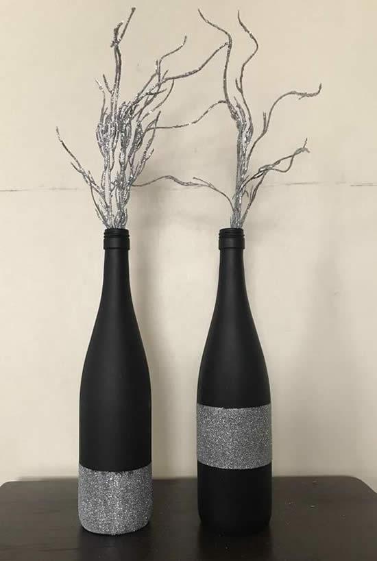 Linda decoração com garrafas decoradas