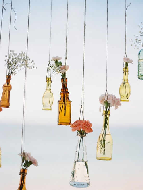 Decoração com garrafas de vidro para casamento