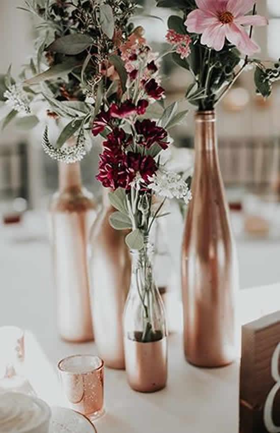 Decoração com garrafas para casamento