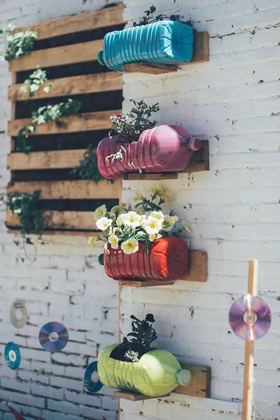 Vasos lindos com garrafas plásticas