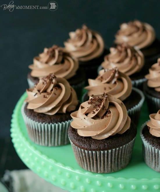 Lindos cupcakes decorados de chocolate