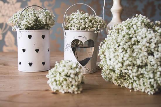 Decoração com flores mosquitinho para casamento