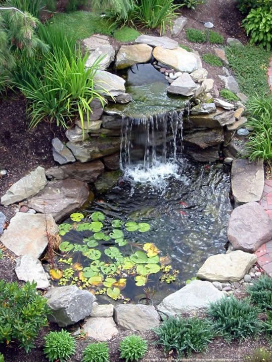 Lago caseiro para o jardim