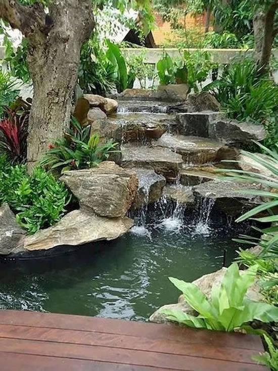 Lago de jardim lindo