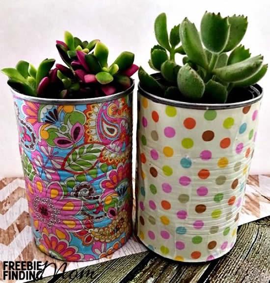 Vasos com latas para decoração da casa