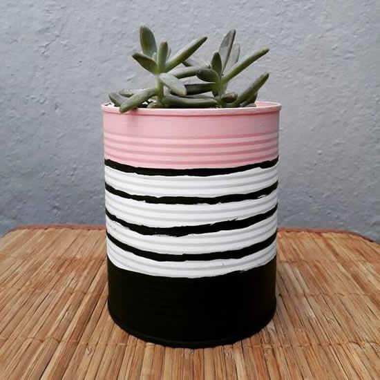 Enfeites lindos com vasos feitos em latas