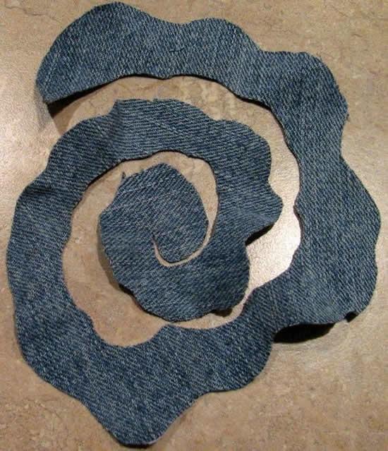 Aprenda como fazer flores com tecido jeans