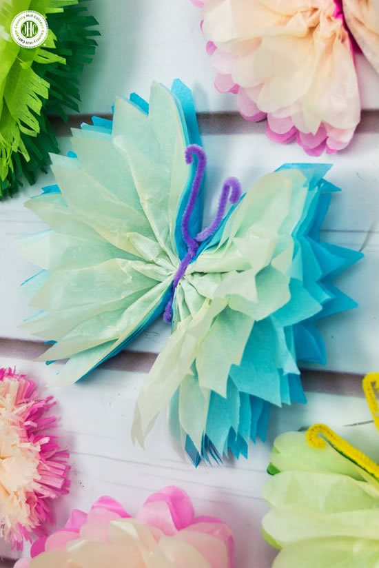 Lindas borboletas com papel seda
