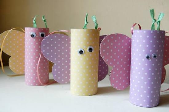 Borboletas com rolos de papelão
