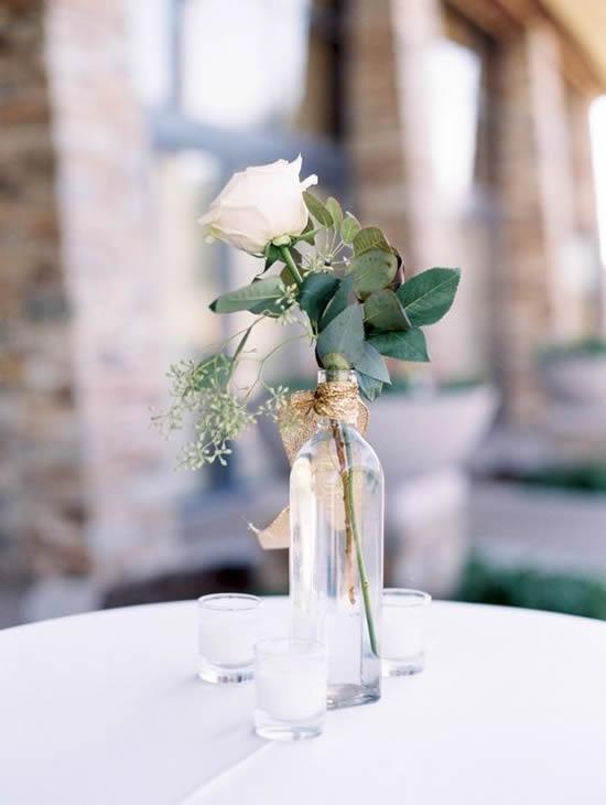 Enfeite com garrafa para casamento