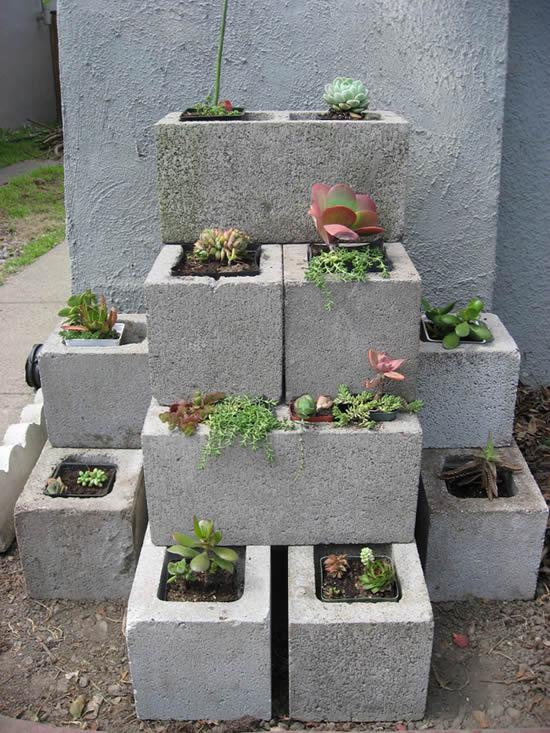 Faça vasos com blocos de concreto