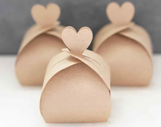 Caixa de papel com molde para Dia das Crianças
