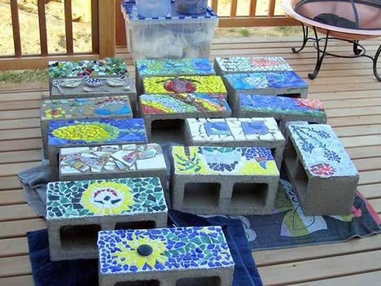Lindos mosaicos em vasos de concreto
