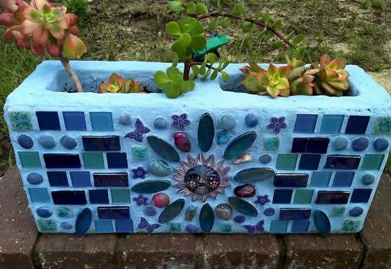 Mosaico em vasos de concreto