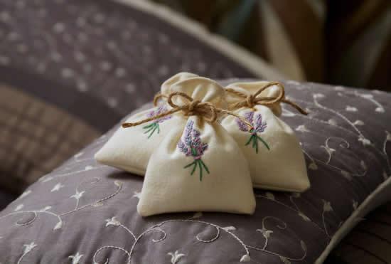 Saquinhos de sachês para perfumar a casa