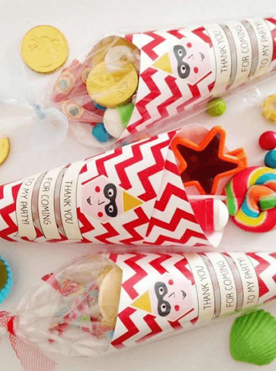 Lembrancinhas com cones de papel