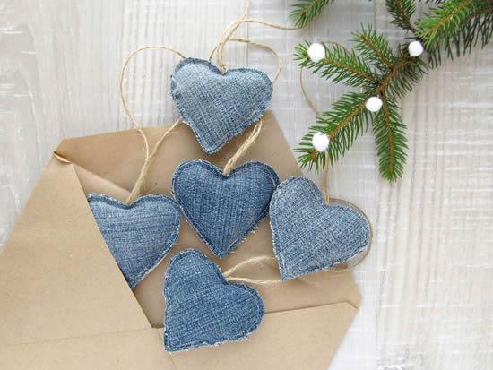 Corações com jeans para decoração de Natal