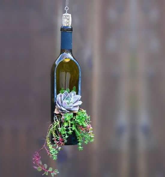 Vaso com garrafa de vinho