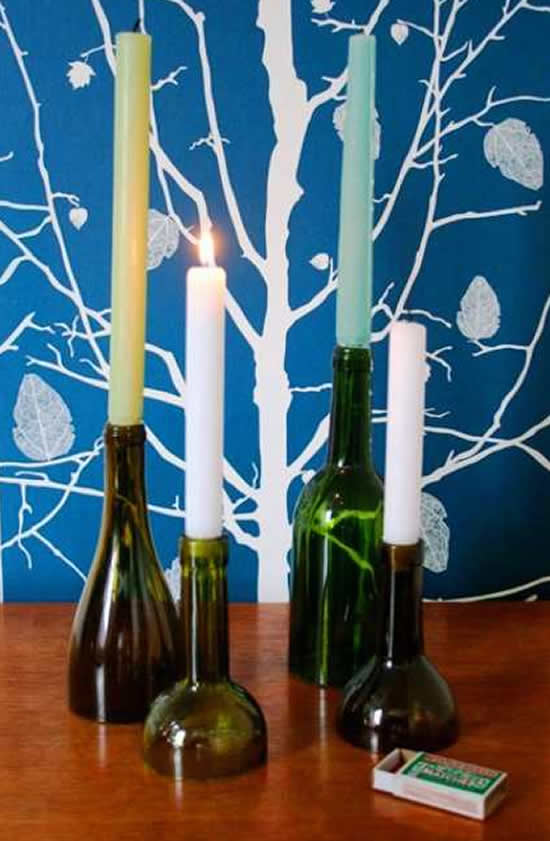 Porta velas com garrafas de vinho