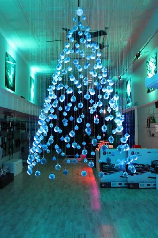 Árvore de Natal com Bolas de Natal para decoração
