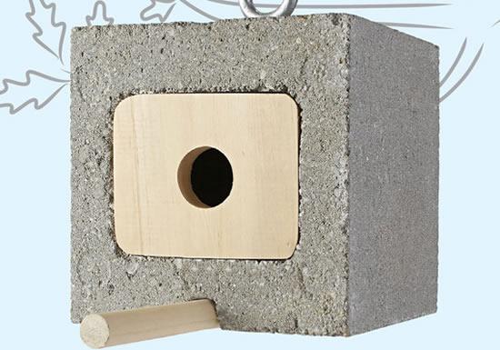 Casa de passarinho com blocos de concreto