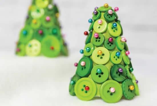 Enfeites de Natal com botões