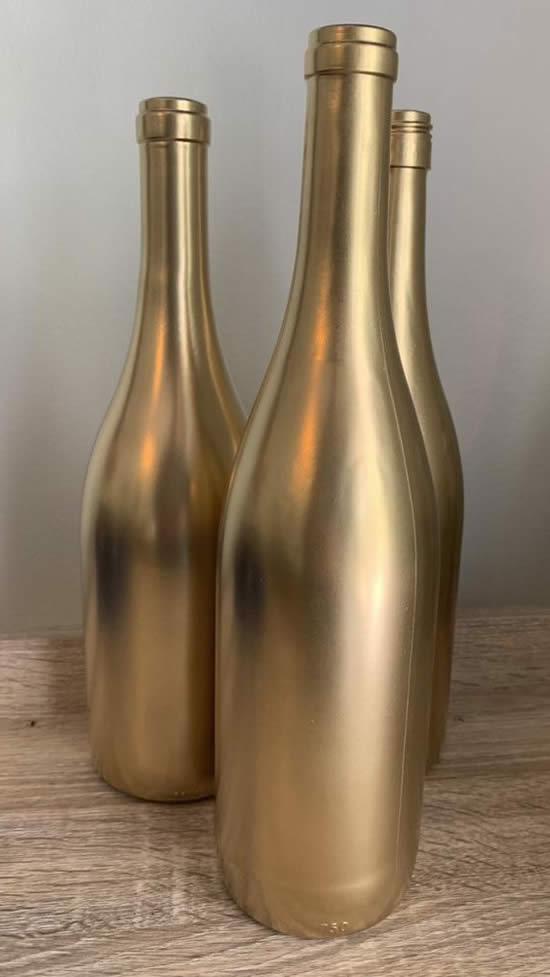 Linda decoração com garrafas para ano novo