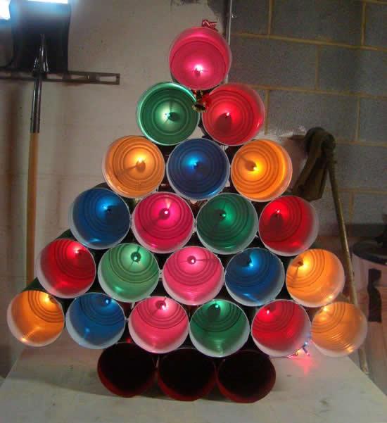 Árvore de Natal com latinhas