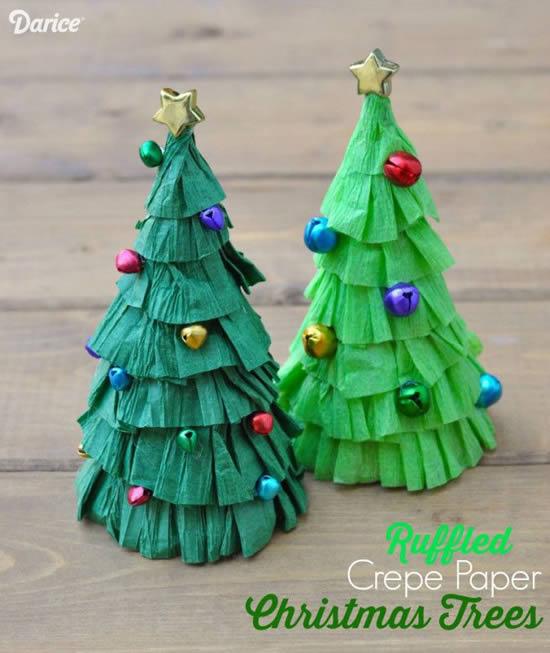 Árvore de Natal com papel crepom e papel seda
