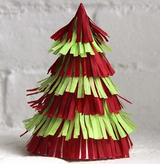 Árvore de Natal com papel crepom