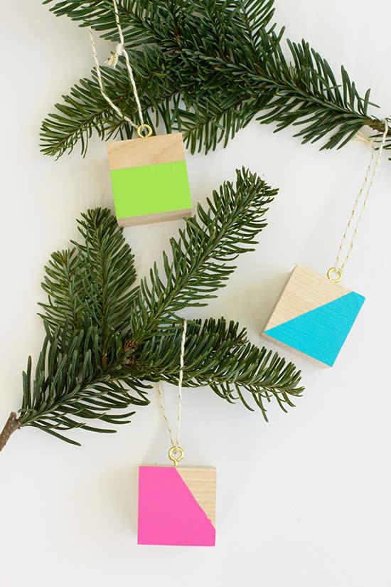 Enfeite com cubos de madeira para Árvore de Natal