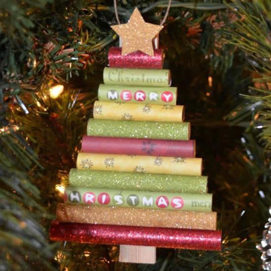 Enfeite com rolos de papel para Árvore de Natal