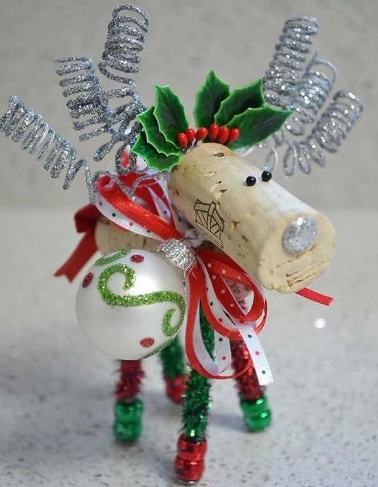 Rena de Natal com rolhas