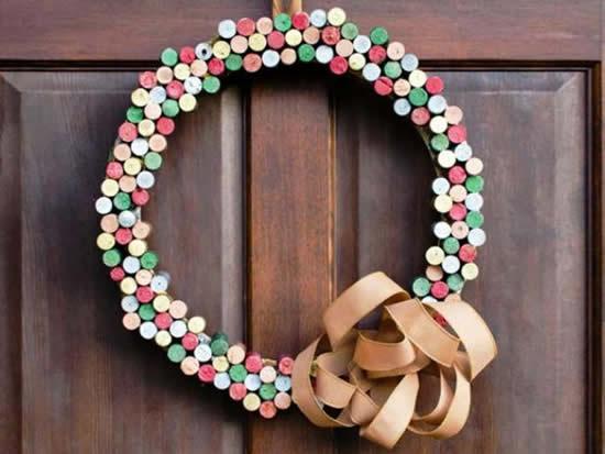 Guirlanda com rolhas para decoração de Natal